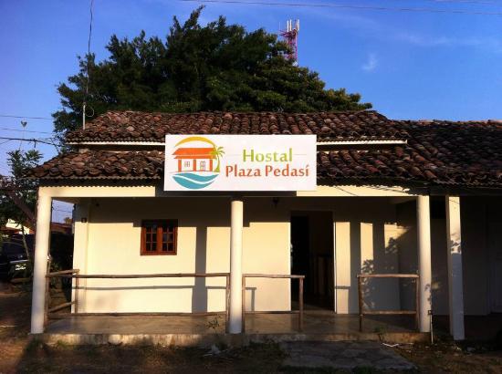 Hostal Plaza Pedasi: Fachada del Hostal