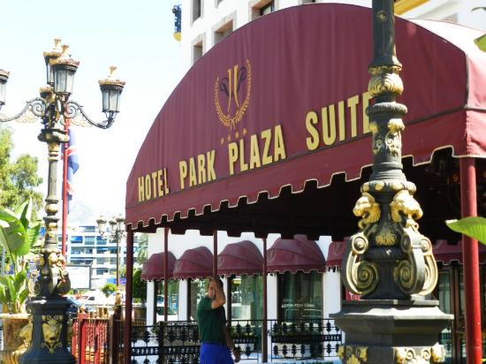 Park Plaza Suites : view from the front of the hotel