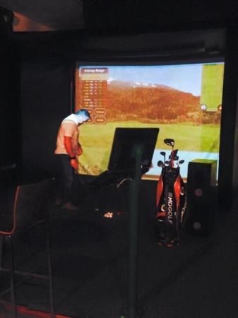 Citi Golf: golfing
