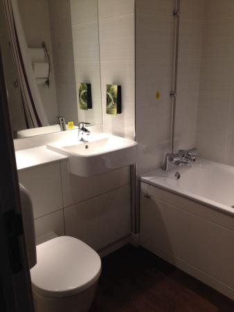 Bathroom picture of premier inn london city aldgate hotel london tripadvisor Premiere bathroom design reviews