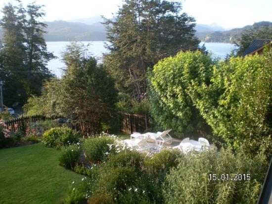 Hosteria Le Lac: El jardin ,visto de la terraza