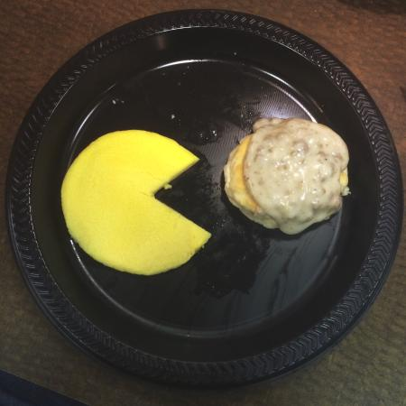 Louisville Airport/Expo Hotel: Pac Man eggs for breakfast