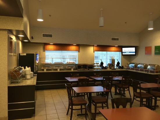 Comfort Suites - Columbus / Clara St: Breakfast Area