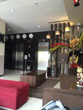 Hotel Gunawangsa Manyar: Lobby