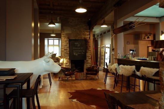 restaurant avec chemin e photo de m la chaux de fonds tripadvisor. Black Bedroom Furniture Sets. Home Design Ideas