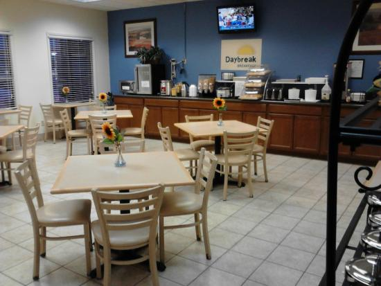 Days Inn Oglesby/ Starved Rock : An inviting breakfast nook