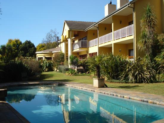 Lone Creek River Lodge : Lovely pool to cool off in the hot season