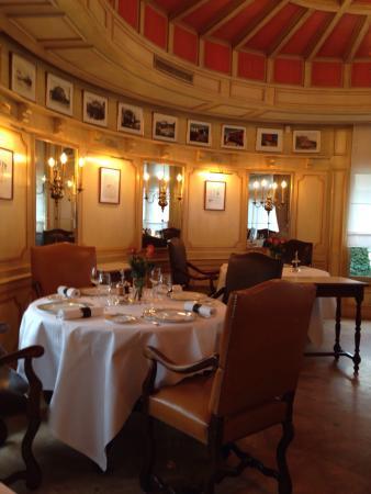 Restaurant Paul Bocuse: La Salle Dans La Rotonde