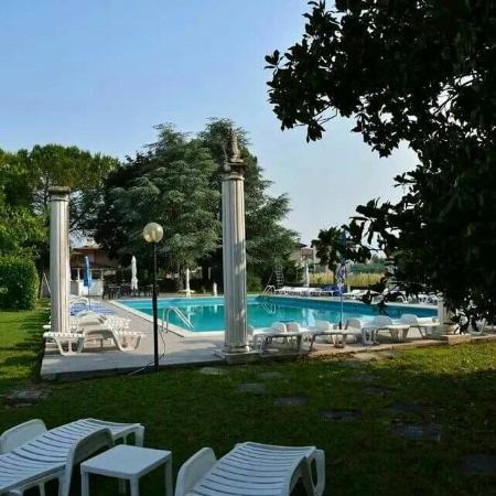 Villa serafini hotel remanzacco italia prezzi 2018 e - Piscina villa primavera udine prezzi ...