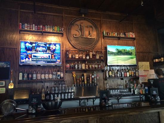 bar area with a great selection of beer and a touch of chicago rh tripadvisor com