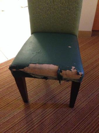Residence Inn Birmingham Hoover: Unacceptable wear on chairs in suite.