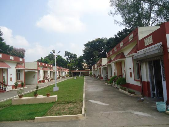 Bolpur, India: AC Cottages of the Tourist Lodge