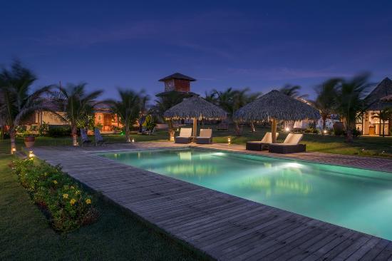 Hotel Vila Selvagem: Piscina frente ao restaurante