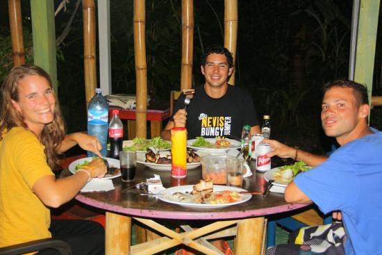 Vista Verde Guest House: comida entre amigos