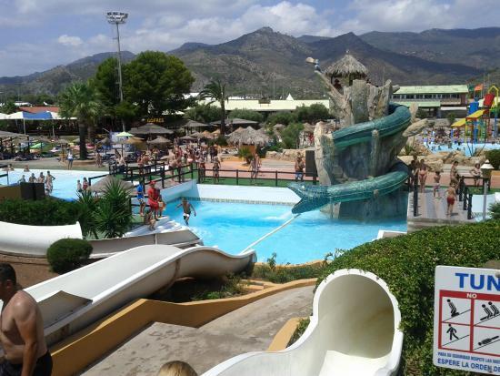 Nueva vista de la piscina de olas en aquarama benic ssim for Piscina benicassim
