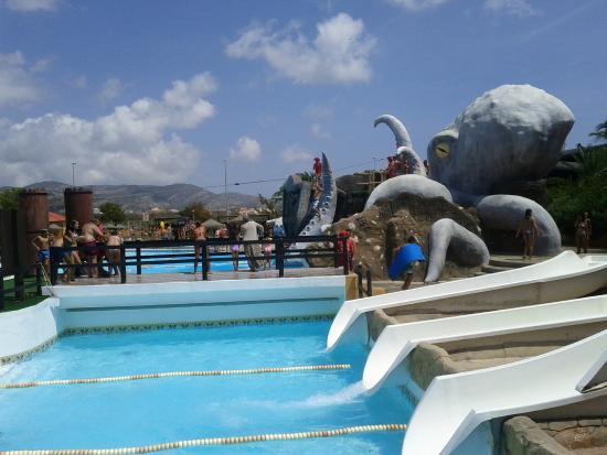 Piscina de olas en aquarama benic ssim photo de for Piscina benicassim