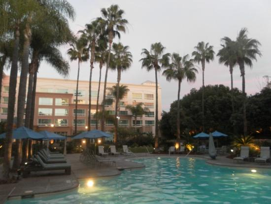 DoubleTree by Hilton San Diego - Del Mar: Heated outdoor pool.