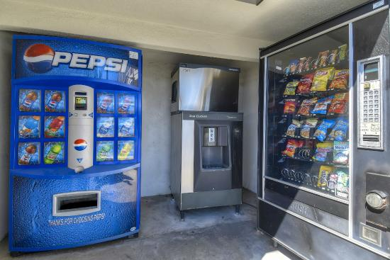 Motel 6 Los Angeles - Long Beach: Vending