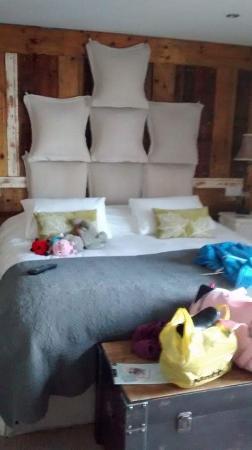 The Cartford Inn: huge comfy bed