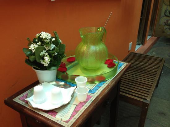 Gulab Hari : Caipirish deliciosa bebida de mel, gengibre e limão que voce poderá tomar ao esperar a vaga de u