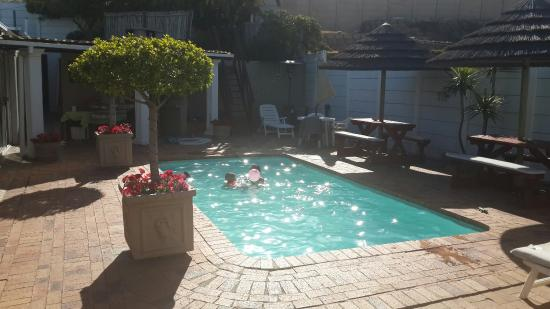 Dolphin Inn Guesthouse-Blouberg: Fun in the sun
