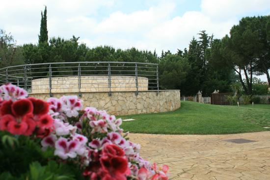 Fontana esterna - Picture of La Ruota Garden, Turi ...