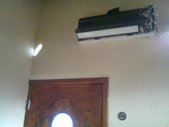 La Casa del Lago Lodging House: No air cond (of course: even if just paid)
