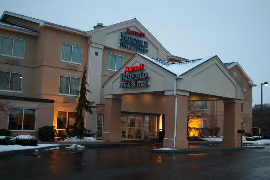 Fairfield Inn & Suites Pittsburgh New Stanton : Front Entrance