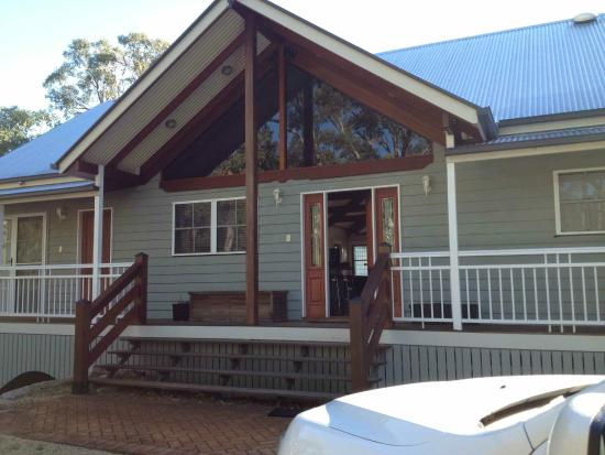 Diamondvale B&B Cottages: Entry to Diamondvale Lodge