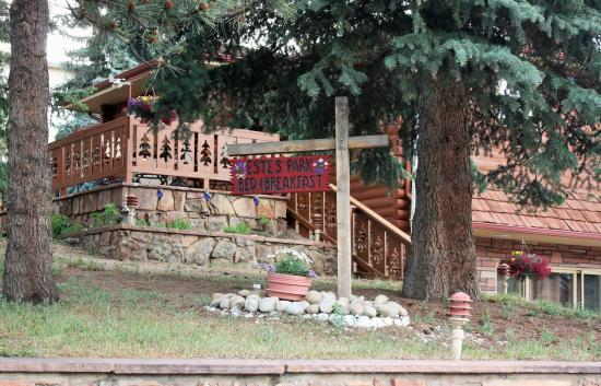 Estes Park Bed & Breakfast: Estes Park Bed and Breakfast is a warm and inviting home-away-from-home.
