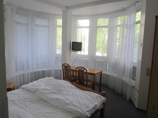 Hotel Atlantic : Eckzimmer - recht geräumig
