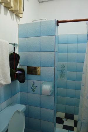 Hotel Ninfa: Banheiro quarto 202