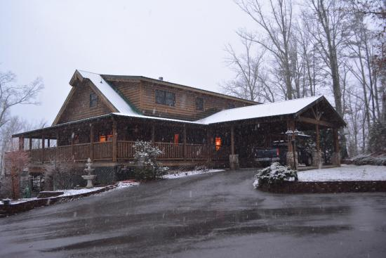 Quail Ridge Bed & Breakfast: The Inn after a snow
