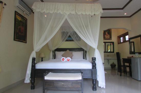Arya Amed Beach Resort: Deluxe Room