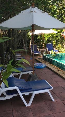 Monaburi Boutique Resort: Лежаки