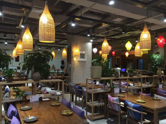 In & Out Lijiang Theme Restaurant (Sanlitun): 店内