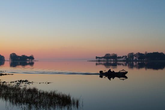 Leesburg, Флорида: Fisherman beginning his morning
