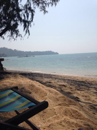 Khao Lak Green Beach Resort: Beach view