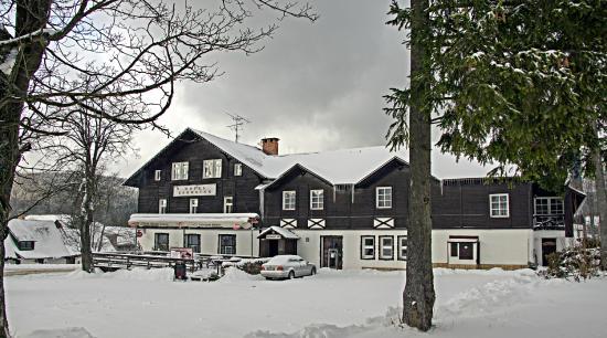 Hotel Karolina : на перекрёстке