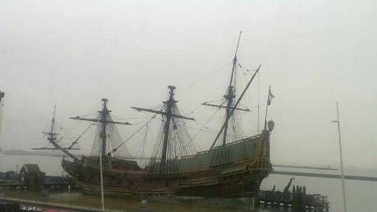 Bataviawerf: the batavia ship (replica)