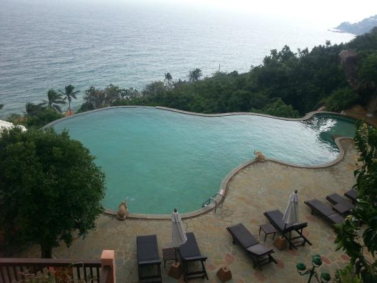 Samui Bayview Resort & Spa: One of the pools with the breath taking view