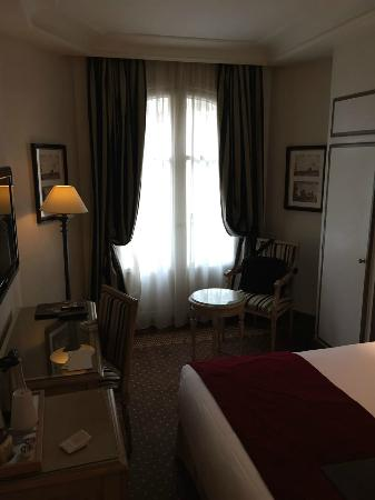 Best Western Premier Trocadero La Tour: My room for one night