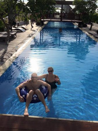 Sing Ken Ken Lifestyle Boutique Hotel : Us in the pool. Very long, good for laps. Frangipani trees everywhere. Lights that change colour