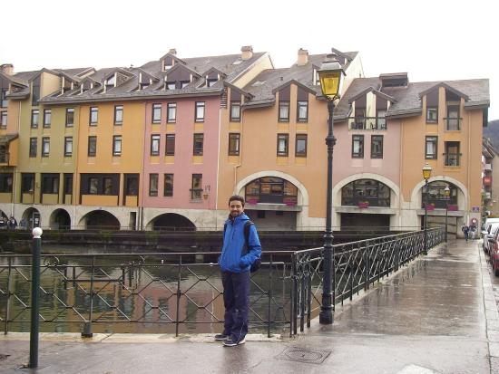 Charming hotel next to the canal photo de ibis annecy for Hotel annecy piscine