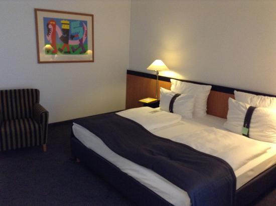 Holiday Inn Berlin City Center East-Prenzlauer Allee: Room