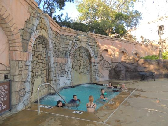 Loews Portofino Bay Hotel At Universal Orlando: Hot Tub At The Family Pool!