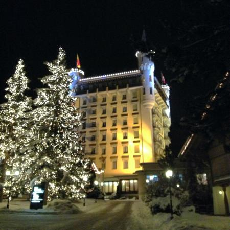 Gstaad Palace Hotel : a view from the drive