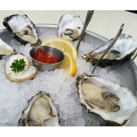 Lure Fish House: Grassy Bar Oysters