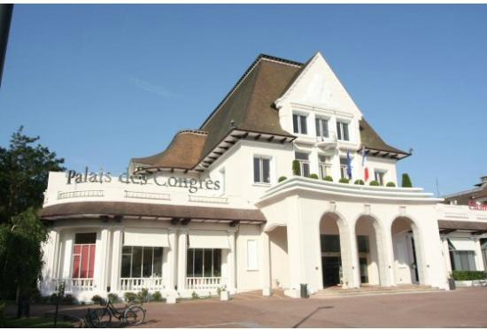 Place du march picture of office du tourisme du touquet - Office du tourisme et des congres de paris ...