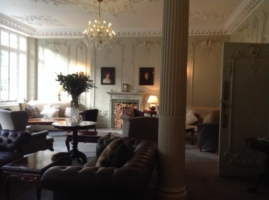 Chateau La Chaire: drawing room